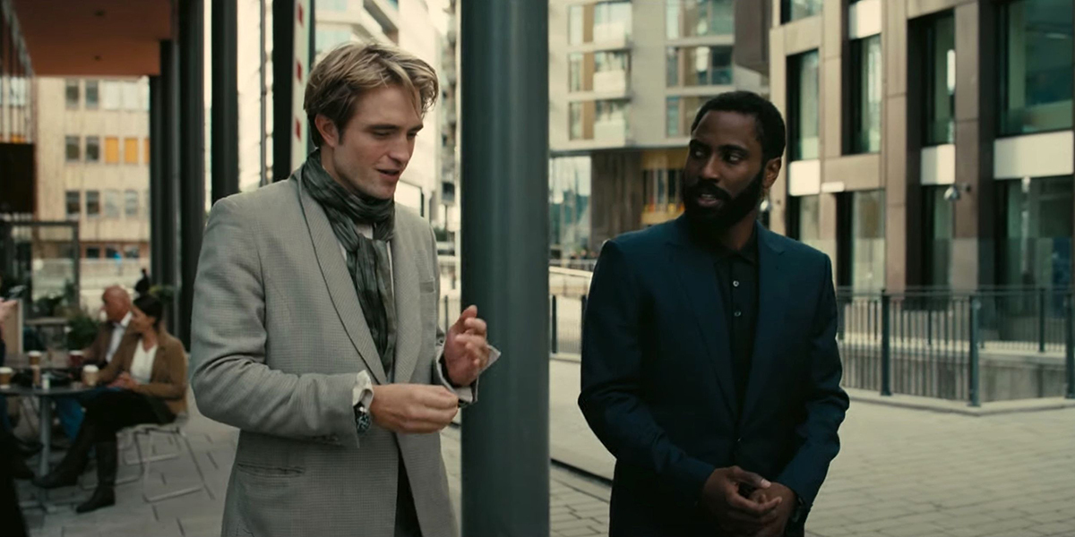 Robert Pattinson và John David Washington trong phim.
