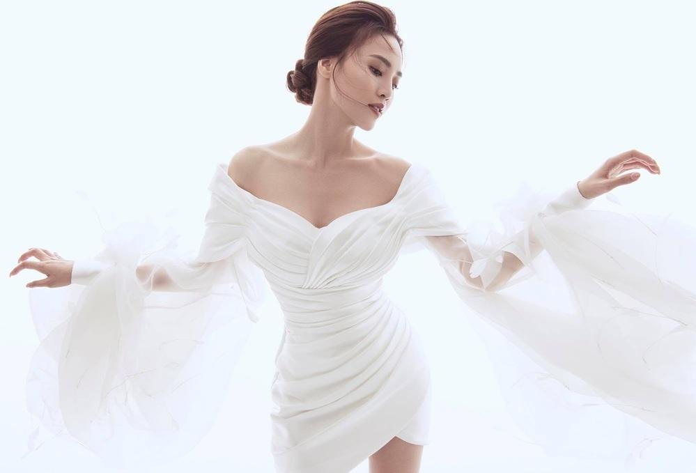Lan Ngọc khoe thần thái cuốn hút, diễn cực phiêu với bộ đầm bồng bềnh để thể hiện nét đẹp sang trọng.