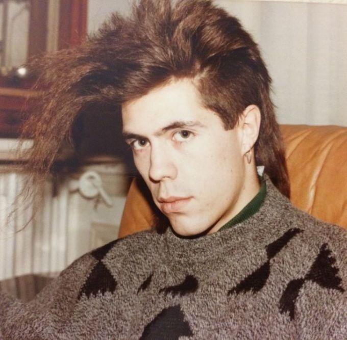 """<p>""""Mái tóc phong cách nghệ sĩ của bố tôi những năm 80"""".</p>"""