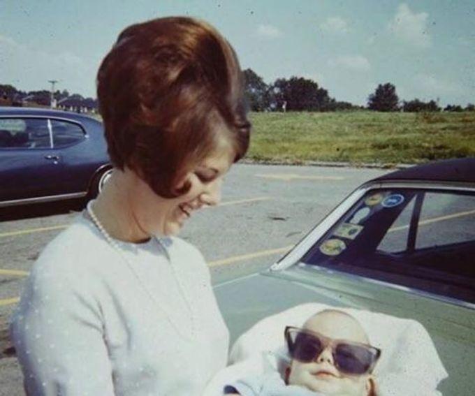 """<p>""""Hình ảnh của bà tôi và mẹ tôi vào năm 1970"""".</p>"""