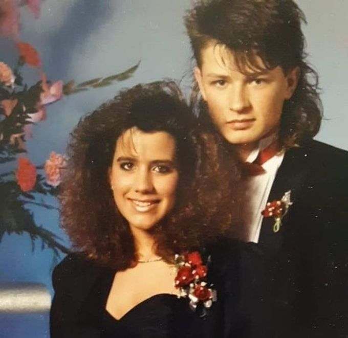 """<p>""""Mẹ tôi trong buổi prom cuối cấp vào thập niên 80"""".</p>"""