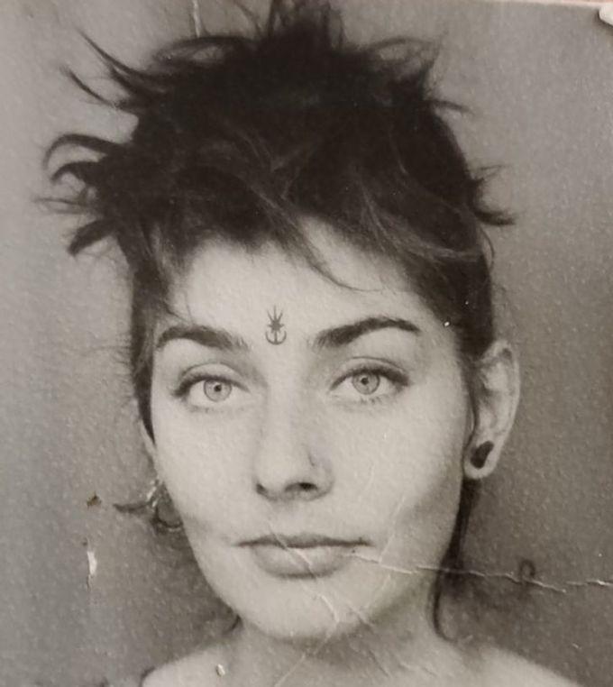"""<p>""""Bức hình biểu hiện sự cool ngầu và có phần hơi giang hồ của mẹ tôi vào năm 1980"""".</p>"""