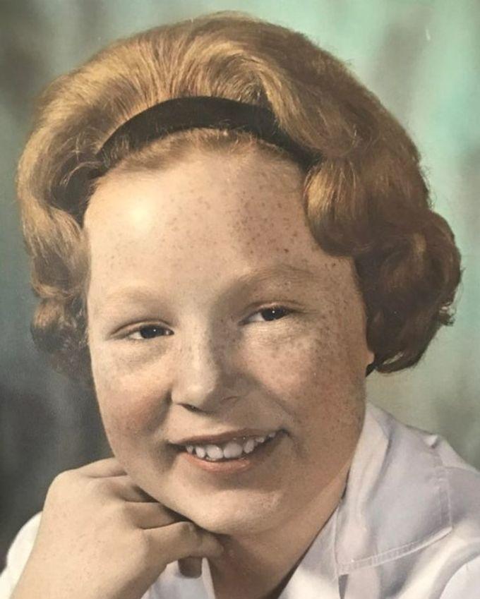 """<p>""""Bức ảnh chụp bà Wendy của tôi khi mới 12, 13 tuổi. Đến giờ tôi vẫn thắc mắc sau bà có thể vuốt thẳng những lọn tóc ra đằng sau và tạo được nếp?"""".</p>"""