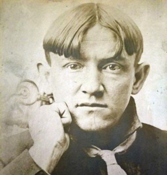 """<p>""""Bức hình chụp ông cố của tôi, ông sinh năm 1934"""".</p>"""