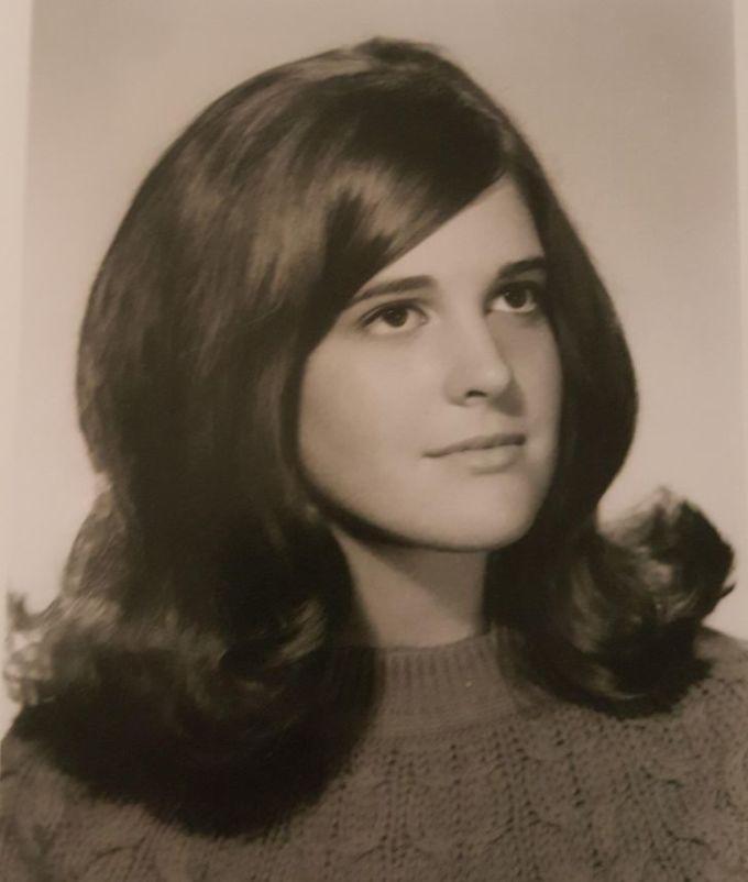 """<p>""""Đây là mẹ tôi vào năm 1969. Mọi người nghĩ bàđang đội tóc giả? Nhưng là tóc thật đó, thật 100%"""".</p>"""