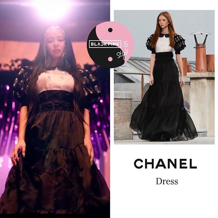 MV comeback của Black Pink How you like that nhanh chóng tạo nên cơn sốt chỉ sau ít giờ phát hành. Ngoài âm nhạc bắt tai, khâu tạo hình của các thành viên cũng được khán giả quan tâm không kém. Như thường lệ, Black Pink chứng minh đẳng cấp bằng loạt trang phục siêu đắt đỏ. Trong đó, Jennie được ưu ái diện nhiều mẫu váy xa xỉ hơn cả. Trong một phân cảnh, nữ idol mặc bộ đầm Chanel có giá ước tính khoảng 30.000 USD (gần 700 triệu đồng).