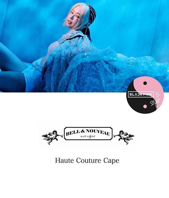 Công chúa YG còn diện một chiếc áo choàng của Bell & Nouveau. Đây là sản phẩm thuộc dòng Haute Couture thiết kế riêng cho Jennie, với nhiều chi tiết thủ công tinh xảo. Thông thường, một sản phẩm Haute Couture có giá từ 10.000 USD (hơn 200 triệu đồng).