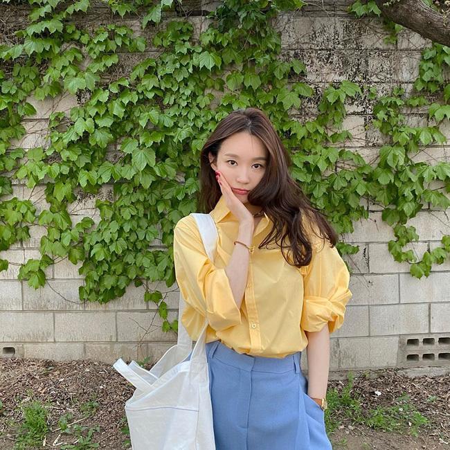 Kang Min Kyung có phong đời thường đẹp mắt.