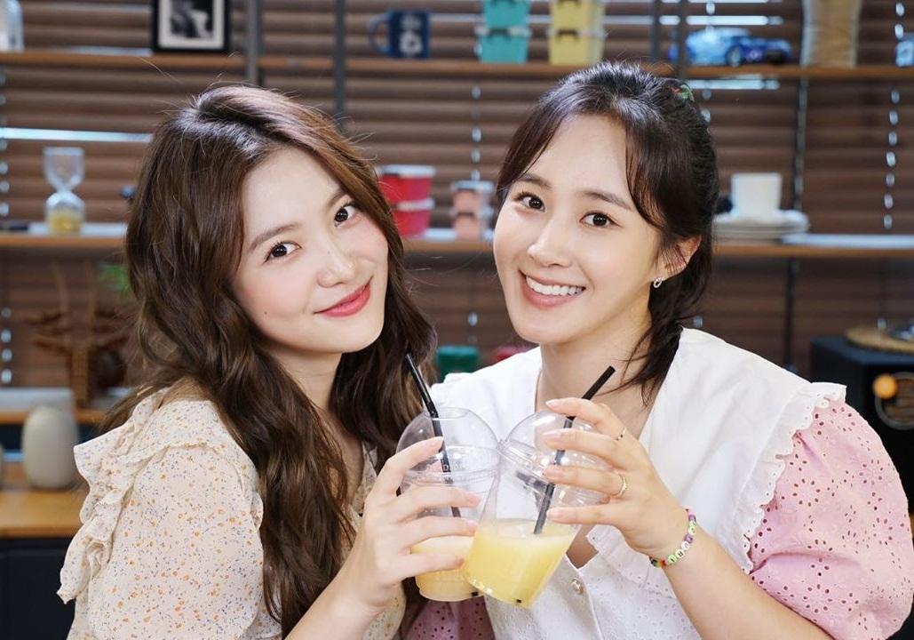 Yeri mời đàn chị Yuri đến tham gia show Yeris Room.
