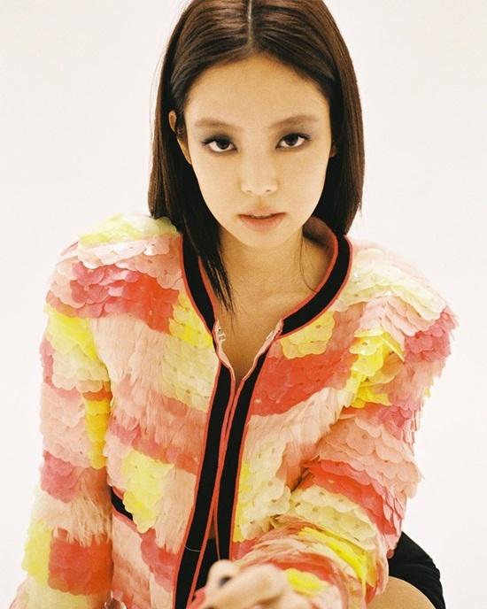 Jennie chụp hình quảng bá cho Chanel.