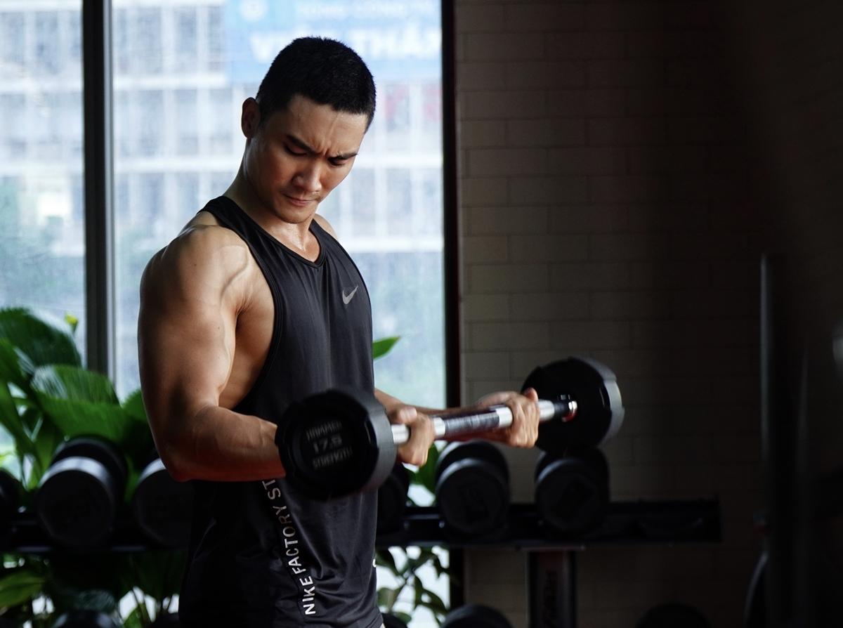 Khoe cơ bắp cuồn cuộn, Lương Gia Huy bị soi đủ đường - 14
