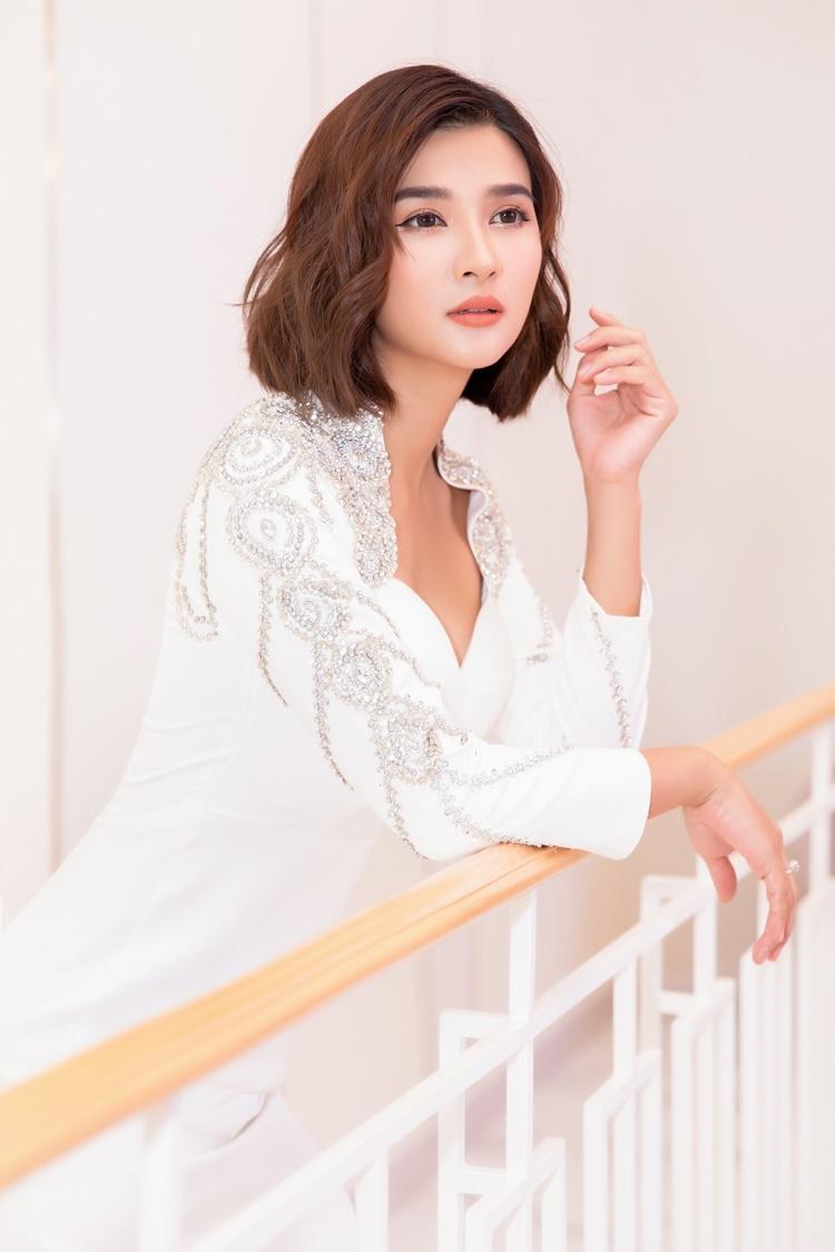 Phim Muôn kiểu làm dâu Kim Tuyến đóng đang nhận nhiều phản hồi tích cực từ khán giả khi lên sóng. Sắp tới, nữ diễn viên tiếp tục tham ra một dự án điện ảnh, quy tụ nhiều gương mặt đình đám của làng giải trí.
