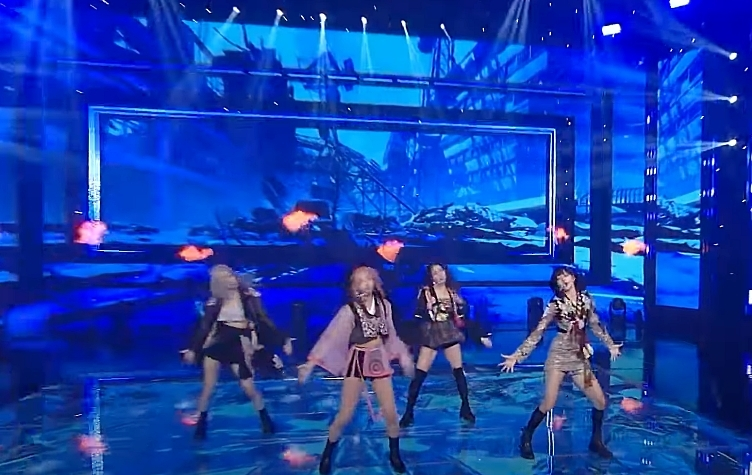 Black Pink mang bộ hanbok cách tân lên sân khấu comeback đầu tiên phát sóng trên truyền hình Mỹ.