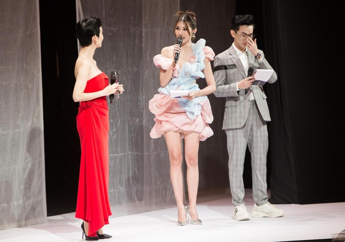 Nói về công việc mới này, Chế Nguyễn Quỳnh Châu tỏ ra hào hứng. Gần nhất, cô làm MC chính của Tuần lễ thời trang trẻ em Việt Nam - Vietnam Junior Fashion Week Xuân - Hè 2020.