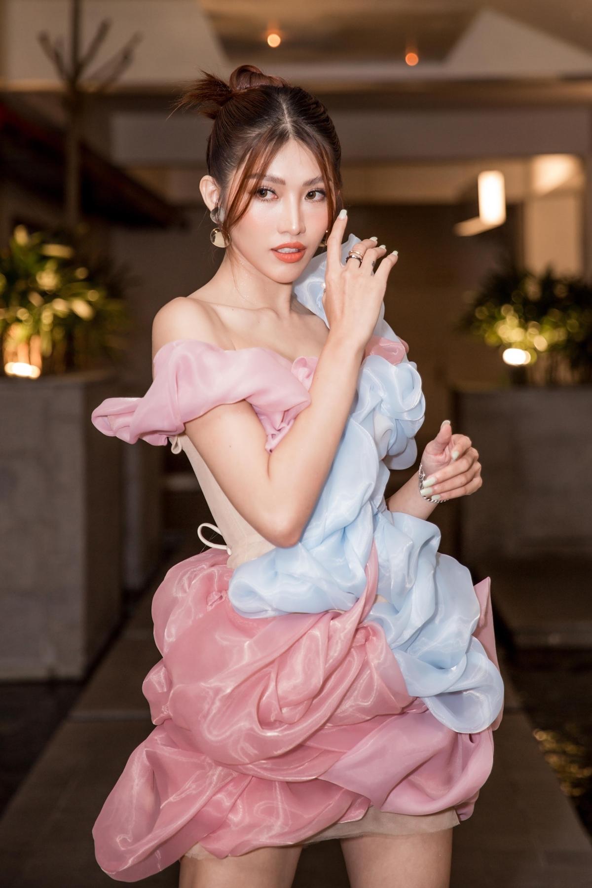 Quỳnh Châu sinh năm 1994, được biết đến khi tham gia Vietnams Next Top Model. Cô từng lọt vào top 15 của Miss Universe Vietnam 2015 và top 5 cuộc thi Hoa khôi Áo dài 2016.