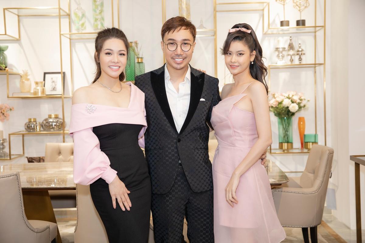 Nhật Kim Anh và Trương Quỳnh Anh hội ngộ stylist Kan Hí. Hai nữ nghệ sĩ từng được đàn anh giúp đỡ về trang phục, cách tạo dựng phong cách cá nhân nhiều năm trước.