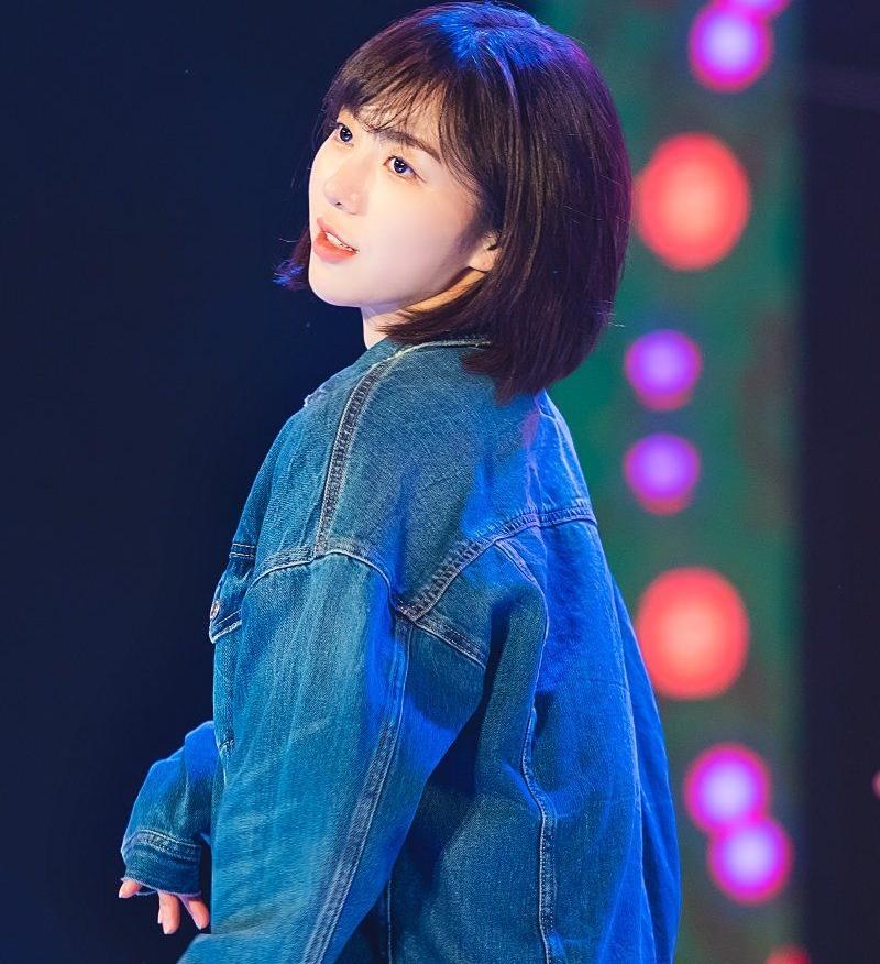 Mina thời còn hoạt động với AOA.