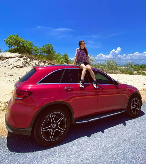 Bảo Thanh cùng ông xã rong ruổi trên xe hơi tự lái để ngắm cảnh đẹp xuyên Việt.