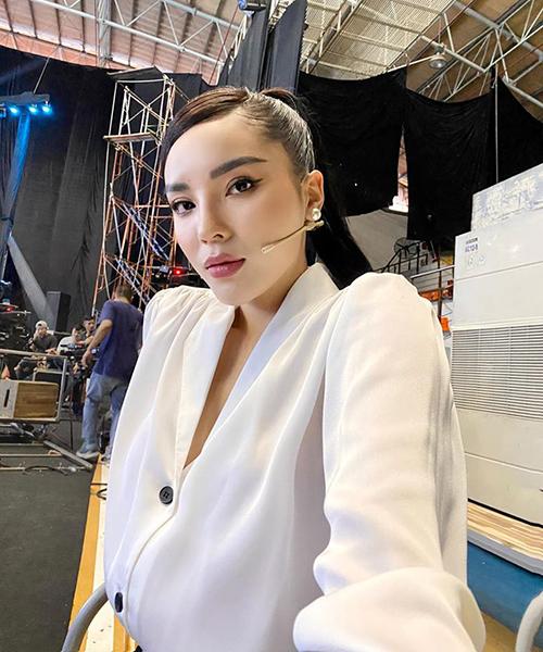 Kỳ Duyên đã lâu mới đi quay gameshow. Hoa hậu cho biết cô rất thích những chương trình giải trí nhưng vẫn có ý nghĩa nhân văn.