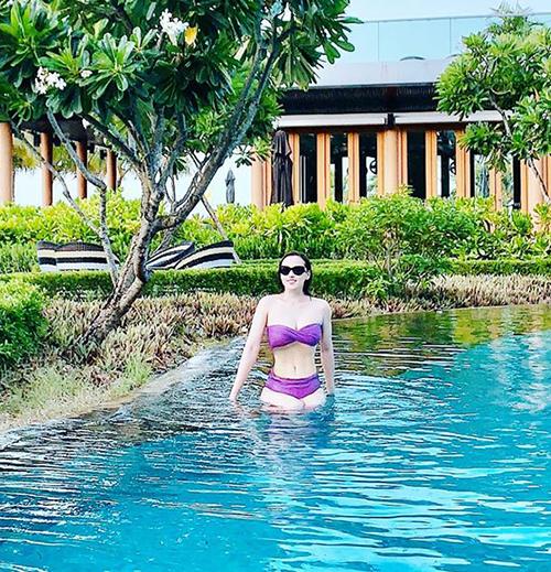 Lã Thanh Huyền diện bikini tím lịm trong resort ở Lăng Cô.
