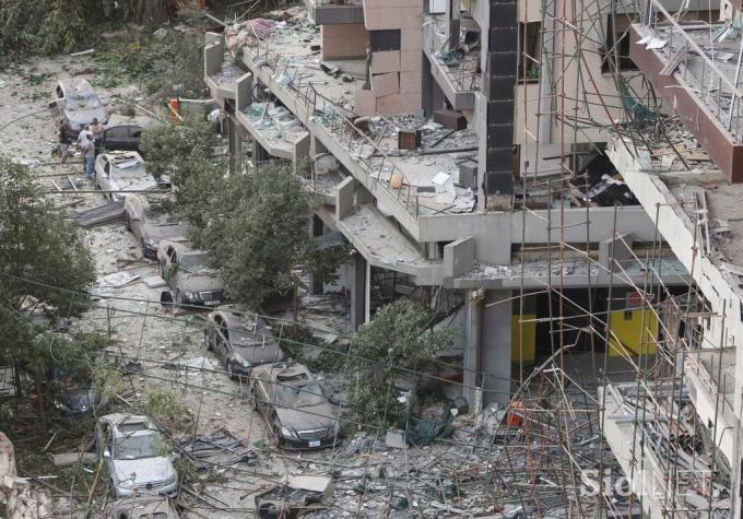 Vụ nổ san phẳng nhiều tòa nhà, trơ khung cốt thép.