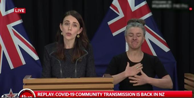 Thủ tướng Jacinda Ardern đưa ra thông báo về các ca nhiễm cộng đồng mới tại Auckland vào tối 11/8.
