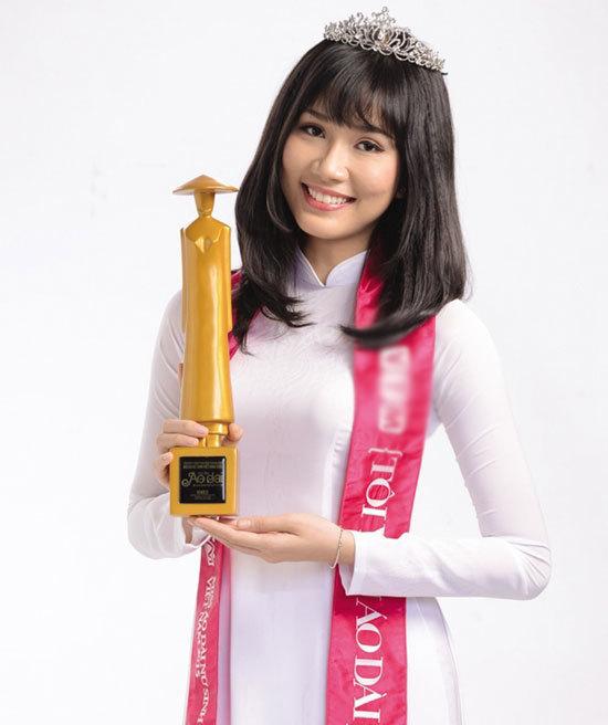 Thời đi học, người đẹp sinh năm 1998 từng đạt giải Miss Áo dài Nữ sinh Việt Nam 2015