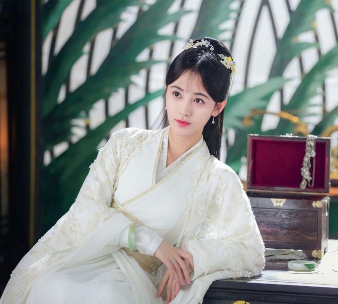 Cúc Tịnh Y trong Vân Tịch truyện cũng na ná.