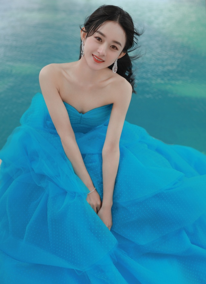 Triệu Lệ Dĩnh vừa giành giải Nữ diễn viên được yêu thích nhất trong lễ trao giải Kim Ưng nhờ vai chính trong Minh Lan truyện.