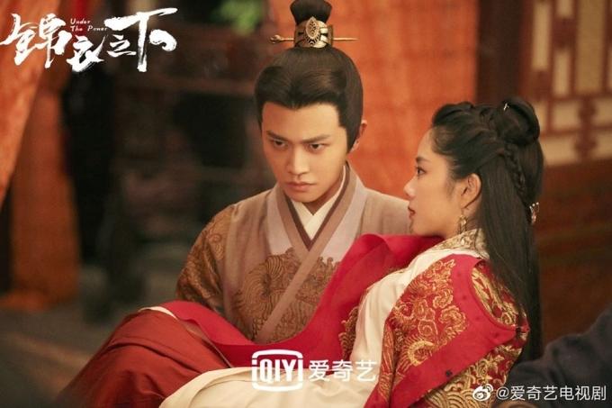 Cặp đôi Lục Dịch (Nhậm Gia Luân) và Viên Kim Hạ (Đàm Tùng Vận) trong phim.