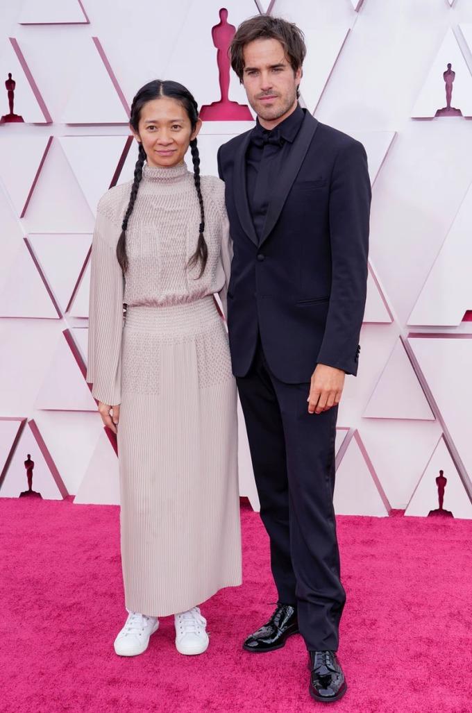 Zhao và Richards, cặp đôi quyền lực mới của Hollywood, tại Oscar 2021.