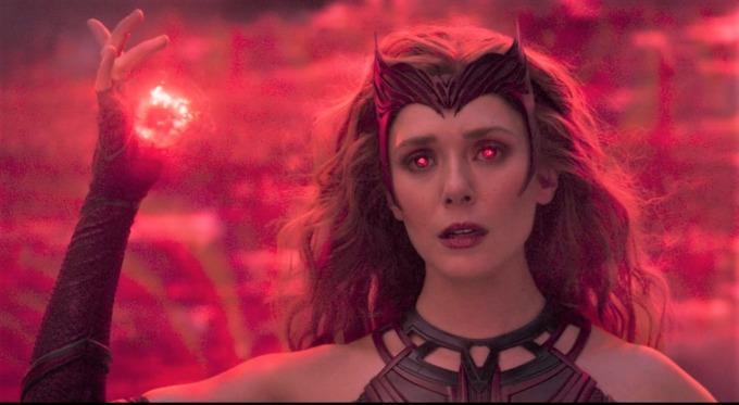 Không cần sự chỉ dạy của tiền bối, Wanda tự học được cách sử dụng sức mạnh mới và trở thành Scarlet Witch - phiên bản mạnh nhất của chính mình.
