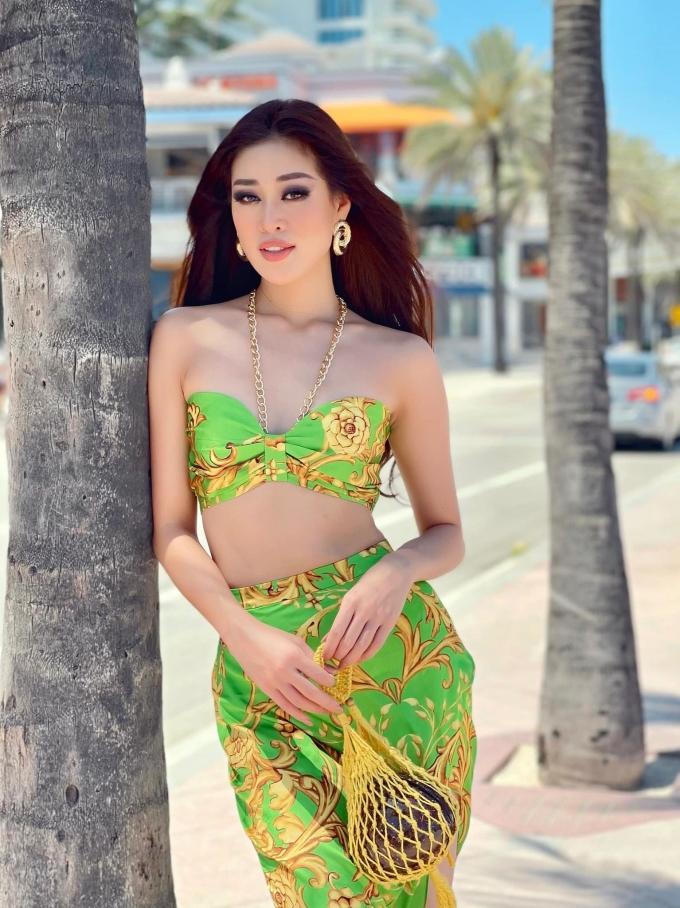 Style của Khánh Vân những ngày hậu Miss Universe cũng được đánh giá cao. Cô ưu tiên yếu tố khỏe khoắn, gợi cảm, tôn hình thể. Nhiều outfit không cần mix cầu kỳ nhưng vẫn nhận nhiều lời khen vì độ sành điệu, thậm chí còn đẹp hơn cả lúc đang trong cuộc thi.