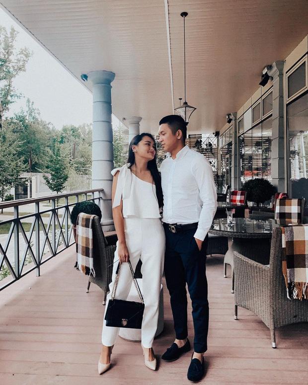 Ngoài việc làm nội dung trên các nền tảng online, chuyện tình của Linda Ngô - Phong Đạt cũng gây chú ý bởi sự ngọt ngào, dễ thương. Sống ở Nga nhiều năm, lại quen biết nhau từ trước nhưng mãi khi về nước họ mới rơi vào lưới tình của nhau. Đạt đã cưỡng hôn khiến Linda bị đổ gục.