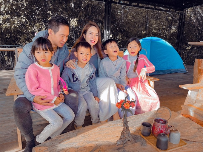 Con trai út của Lý Hải tên thật là Nguyễn Phi Phong (tên thân mật là Mio). Nam đạo diễn cho biết mới 5 tuổi nhưng bé lại rất người lớn. Bé không đòi quà gì vì muốn tiết kiệm cho ba mẹ. Con chỉ muốn một chiếc bánh kem để chụp hình mừng tuổi mới, anh nói. Con trai đầu của Lý Hải là bé Rio (Hạo Nhiên) 10 tuổi, con thứ hai tên Cherry (Hải My) 8 tuổi, bé thứ ba là Sunny (Tuệ Minh) 7 tuổi.