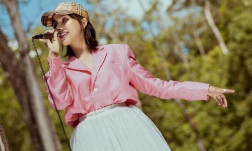 GiGi Hương Giang mashup hai hit cũ của Min đầy mới mẻ
